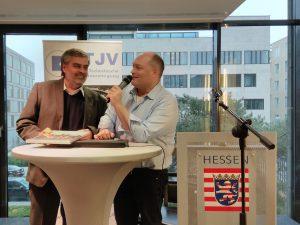 Dr. Petr Bohata wird von DTJV-Präsident Tilman Schmidt geehrt